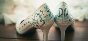 Роспись свадебной обуви